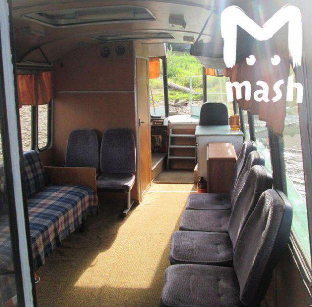 Школьный автобус «ПАЗ» стал судном по прозвищу «Яхтобус» (2 фото)
