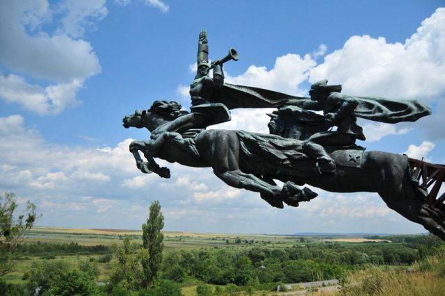 Что стало с величественным памятником Гражданской войны во Львовской области (6 фото)