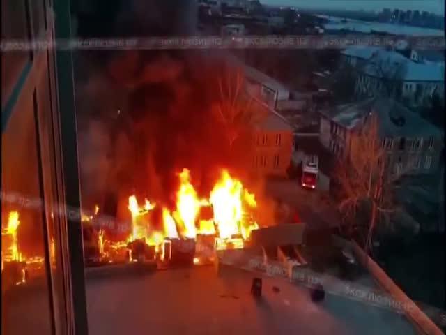 Сильный пожар со взрывом в Новосибирске