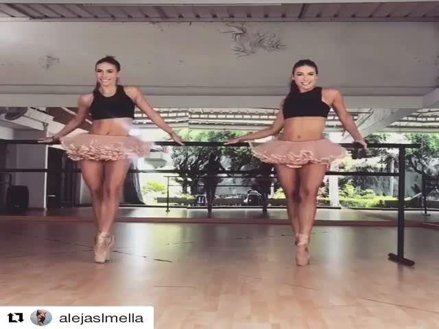 Восхитительный танец балерин-близняшек