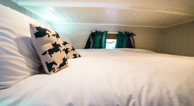Отель в старых фургонах-коневозах (11 фото)