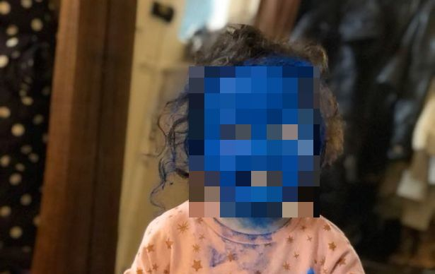 Трехлетняя девочка перевоплотилась в настоящего Смурфа (4 фото)
