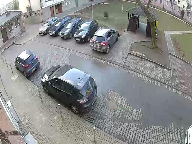 Нелегкий выезд с парковки