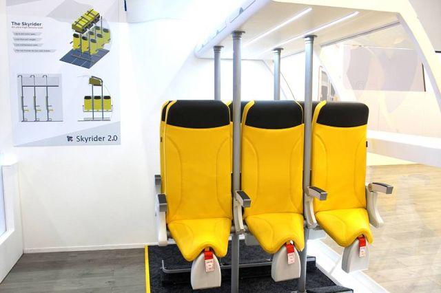 Итальянцы разработали стоячие кресла для самолетов (5 фото)