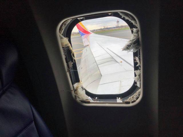 У пассажирского самолета на высоте 10 тысяч метров взорвался двигатель (5 фото + видео)