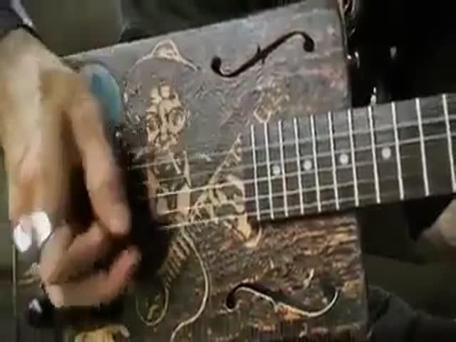 Великолепная игра на кастомной гитаре