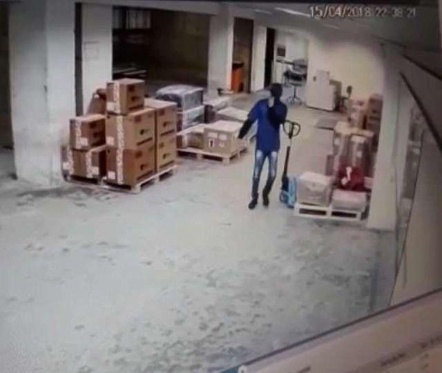 В Рио-де-Жанейро похитили партию смартфонов Samsung Galaxy S9 на 1 млн долларов (5 фото)