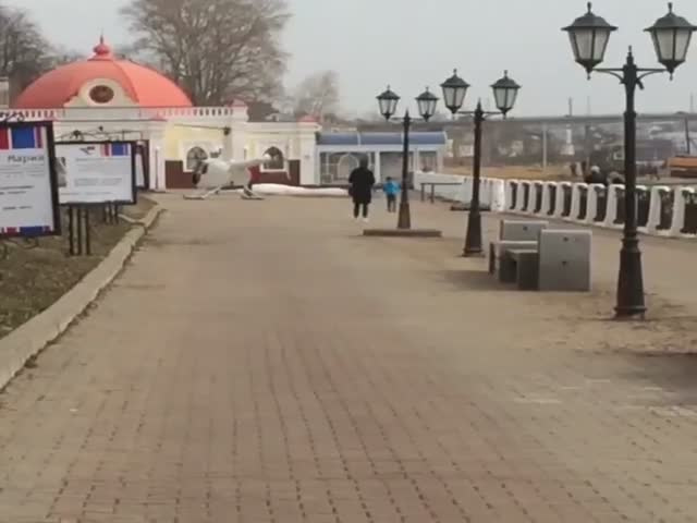 В Костроме вертолет взлетел с пешеходной дорожки на набережной