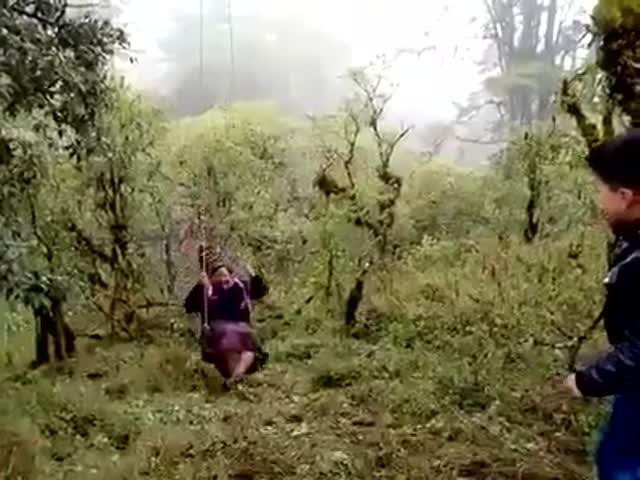 Катание на качели не удалось