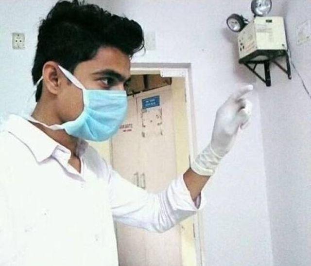 19-летний житель Индии в течение 5 месяцев выдавал себя за врача (5 фото)