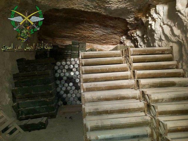 Захваченная горная база боевиков ИГИЛ в Сирии (20 фото)