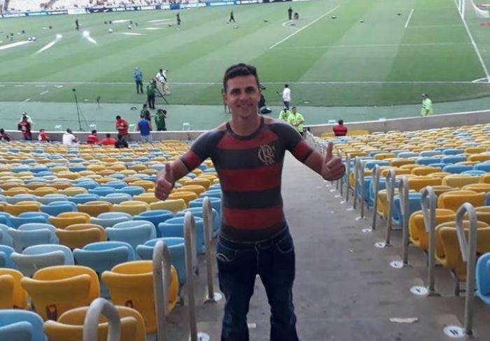 Бразильский болельщик по-своему выразил преданность любимому клубу (6 фото)