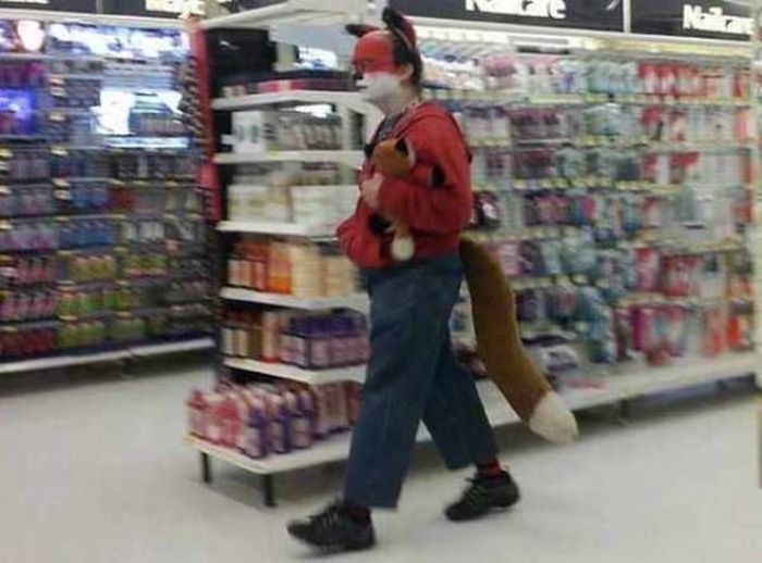 Странные посетители магазинов сети Walmart (28 фото)
