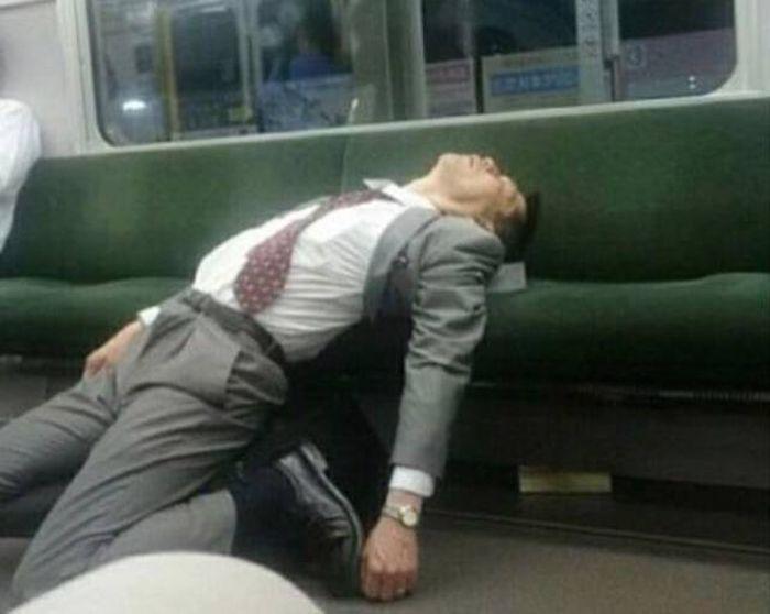 Странные пассажиры метро (33 фото)
