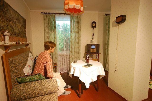 Типичные интерьеры отечественных квартир (23 фото)