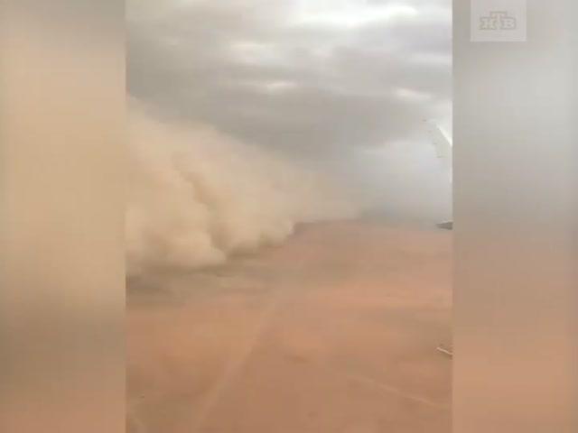 Песчаная буря в небе над Кувейтом