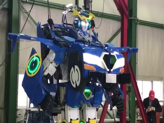 Уникальный робот-трансформер из Японии