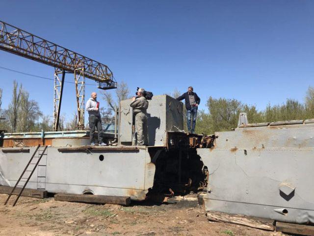 В Волгограде восстанавливают затонувший советский бронекатер (4 фото)