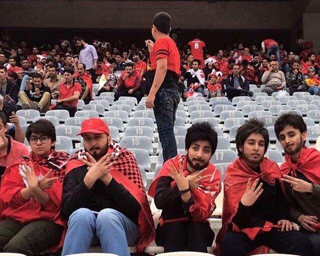 В Иране женщины переоделись в мужчин, чтобы попасть на футбольный матч (фото + видео)