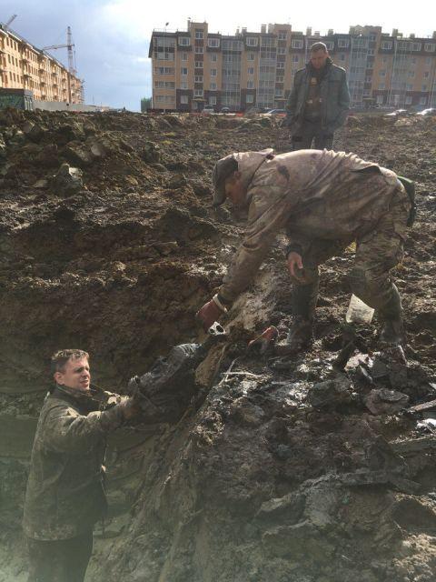 Под Санкт-Петербургом найден сбитый самолет Миг-3 и останки летчика (15 фото)