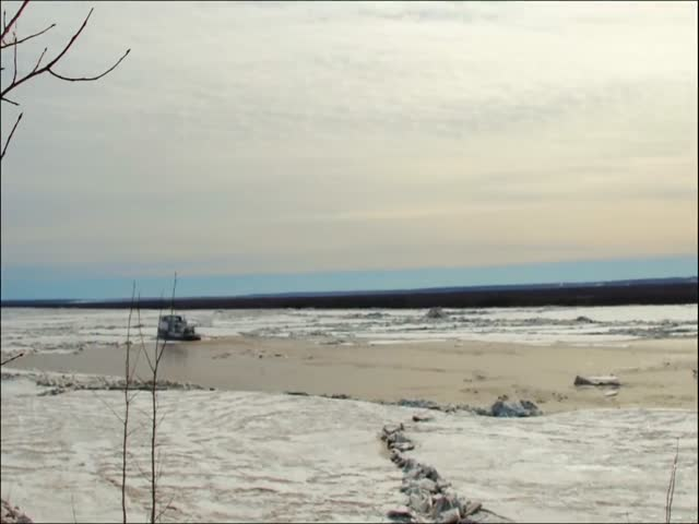 Ледоход на Северной Двине в Архангельске