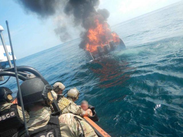 В Тихом океане задержали катер-невидимку колумбийских контрабандистов (2 фото)