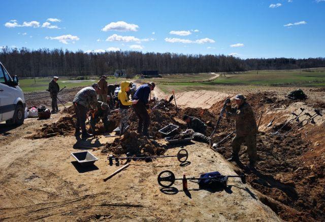 В Латвии обнаружили останки 95 советских солдат (31 фото)