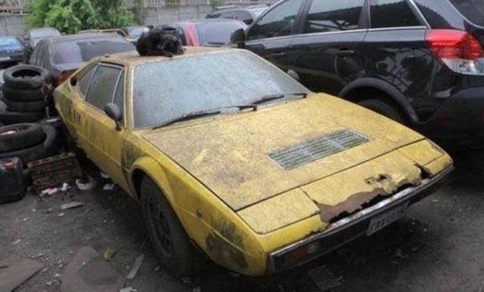 Брошенные легендарные ретро автомобили (25 фото)