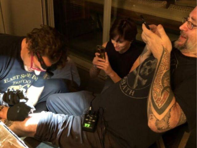Актеры первого состава «Мстителей» сделали одинаковые татуировки (4 фото)