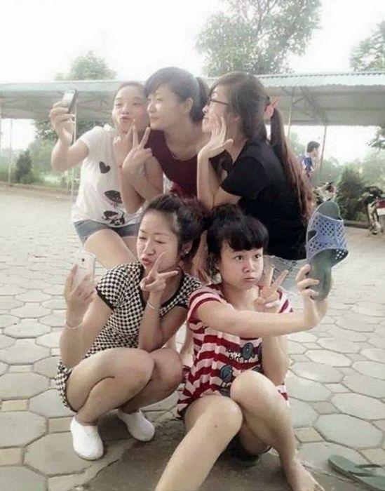 Девушки развлекаются (35 фото)