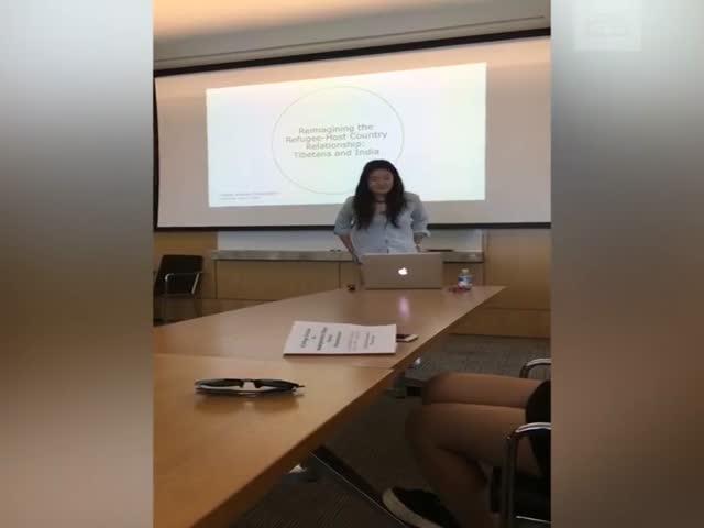 Американская студентка разделась у доски в ответ на замечание преподавателя