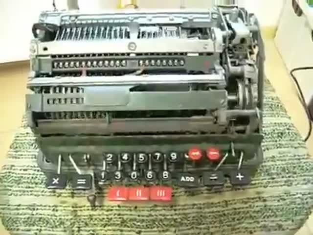 Механическая вычислительная машина делит на ноль