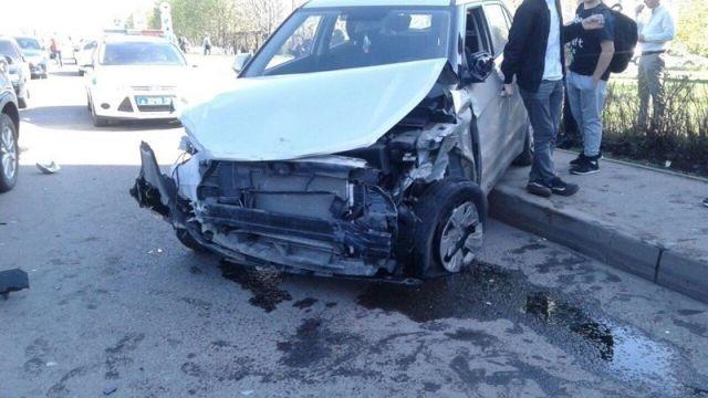 В Набережных Челнах неадекватный водитель протаранил 12 машин и сбил пешехода (7 фото + видео)