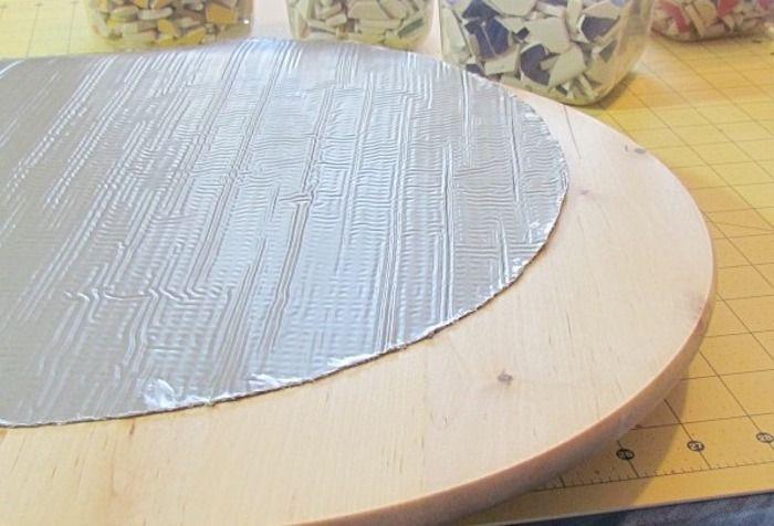 Декорирование мебели осколками старой посуды (16 фото)