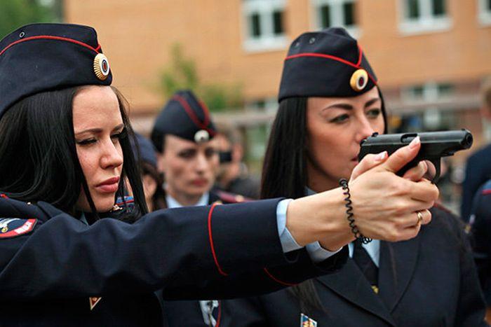 Девушки в силовых структурах нашей страны (38 фото)