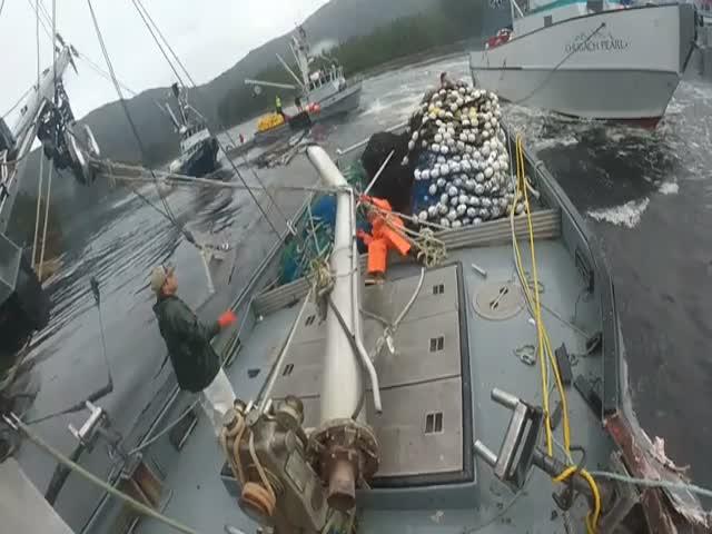 Столкновение рыболовных судов