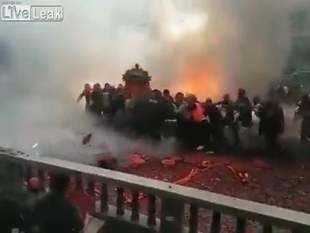 Фейерверк на свадьбе в Китае