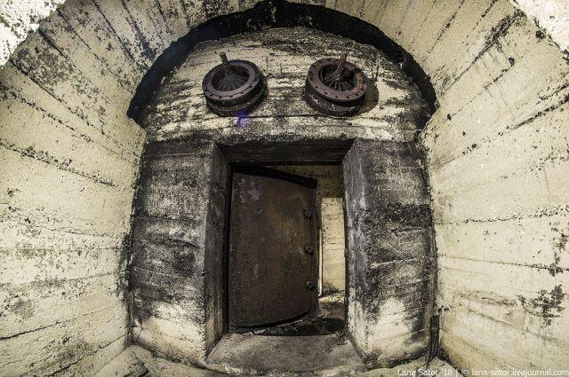 Прогулка по заброшенным подземным авиабазам Восточной Европы (81 фото)