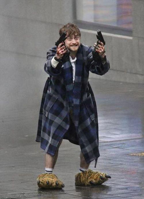 Как Дэниэл Рэдклифф превратился в новый мем «Мальчик, которого всё задолбало» (4 фото)