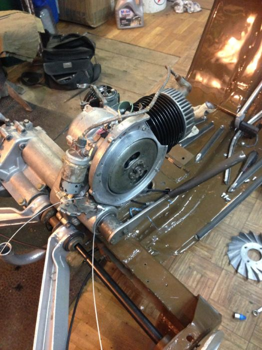 Реставрация советского грузового мотороллера Вятка МГ-150 (21 фото)