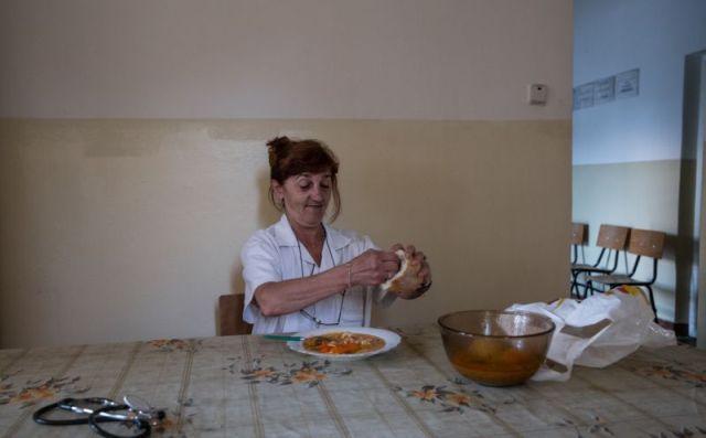 Сельский врач, которая заботится о 1700 пациентах (17 фото)