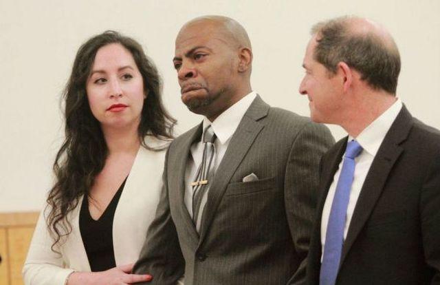 Мужчина отсидел 17 лет за убийство, которое не совершал (3 фото + видео)