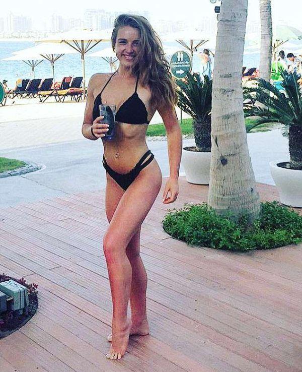 Девушка рассталась с парнем и стала соревнующейся фитнес-моделью (8 фото)