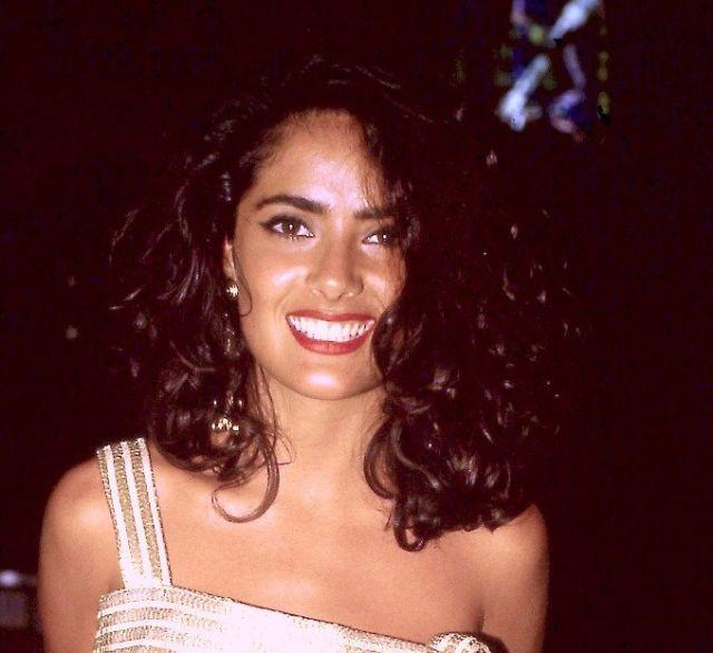 Сальма Хайек в 22 года и сейчас (2 фото)