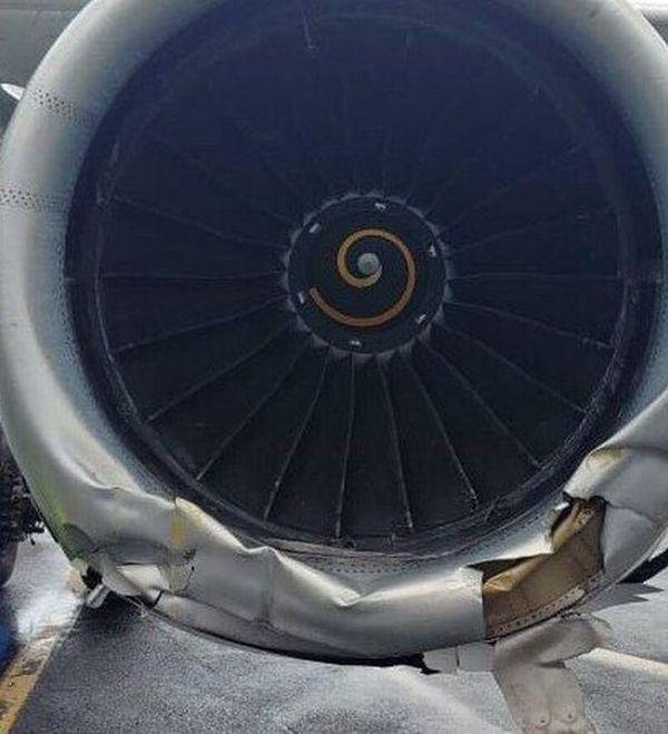 В Астане самолет выкатился за пределы взлетно-посадочной полосы (3 фото)