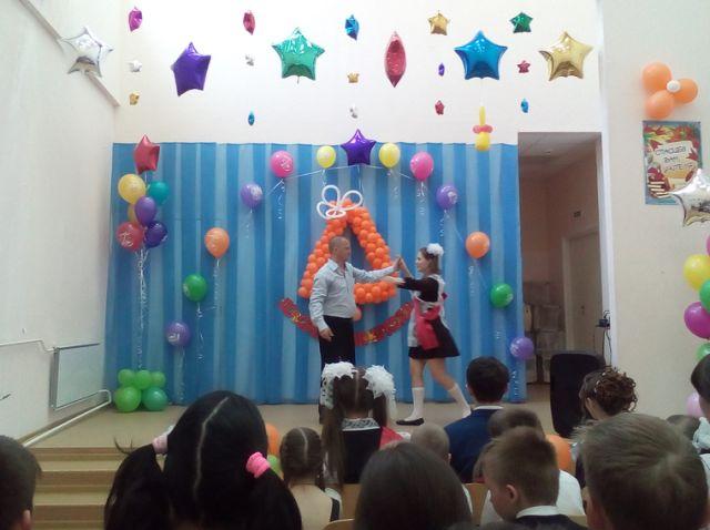 В поселке Кытлым Свердловской области попрощались с единственной выпускницей (5 фото)