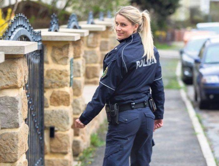 Адрианна Колесзар - самая очаровательная сотрудница полиции (20 фото)
