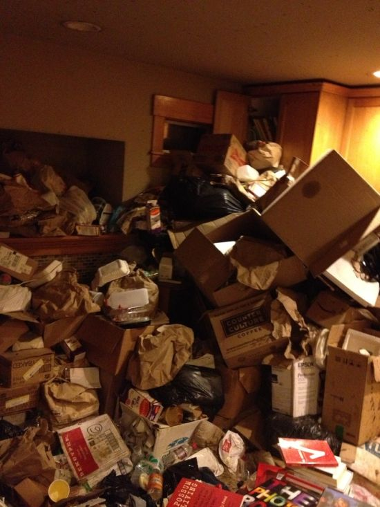 Что оставил после себя ужасный квартирант (7 фото)