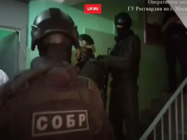 Росгвардия штурмует квартиру художника Александра Борового, захватившего заложников