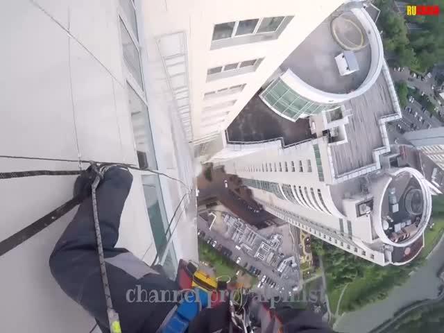 Падение стекла с 47 этажа